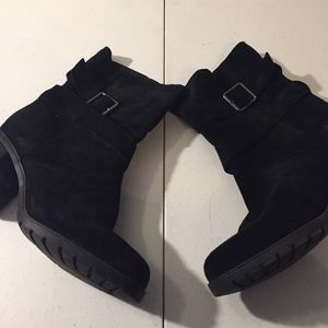 Black suede casual boots